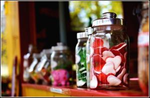 bottiglia con caramelle-idea regalo san valentino